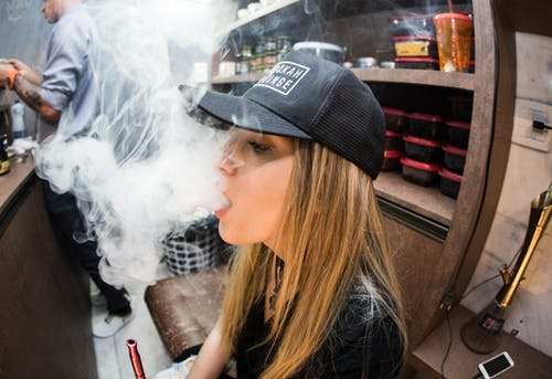 10 Things to Consider Before Vaping CBD Oil